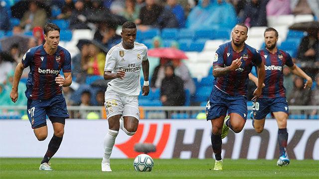 Y cuando por fin marca Vinicius... el árbitro anula el gol