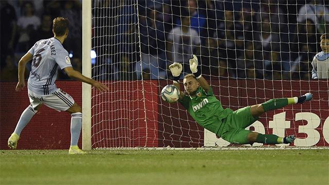 Denis Suárez no pudo con Cillessen desde el punto de penalti