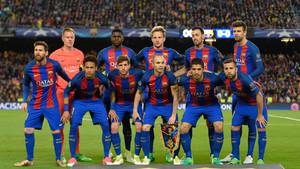 El equipo de gala del FC Barcelona 2016-17: Ter Stegen, Umtiti, Rakitic, Busquets y Piqué (arriba) y Messi, Neymar, Sergi Roberto, Iniesta, Suárez y Jordi Alba (abajo)