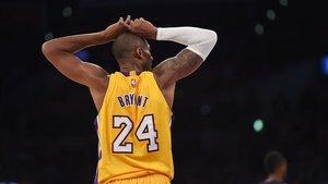 Un fan homenajea a Kobe Bryant utilizando cubos de Rubik