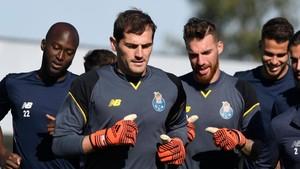 Iker quiere ser titular bajo en la portería del Porto