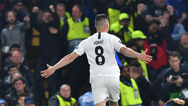 Jovic suma y sigue: el delantero volvió a marcar ante el Chelsea