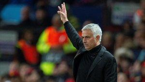 Mourinho se ha gastado 466 millones en fichajes, ganando solo 3 títulos