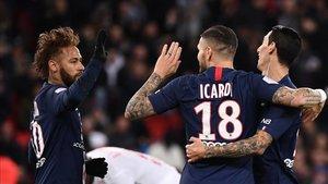 Neymar celebrando el gol de Icardi