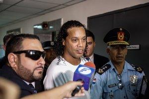 Ronaldinho, llegando para comparecer ante el juez