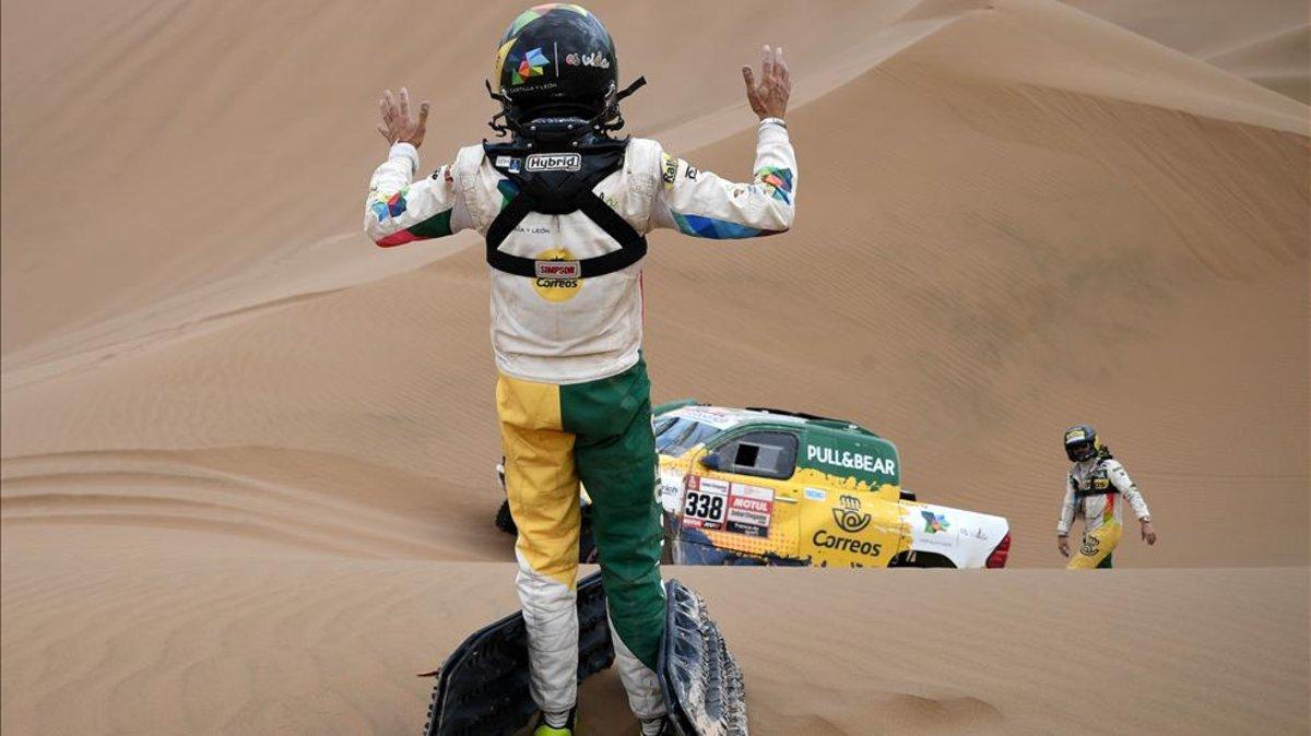 Jesús Calleja abandona el Dakar, con su copiloto evacuado a un hospital