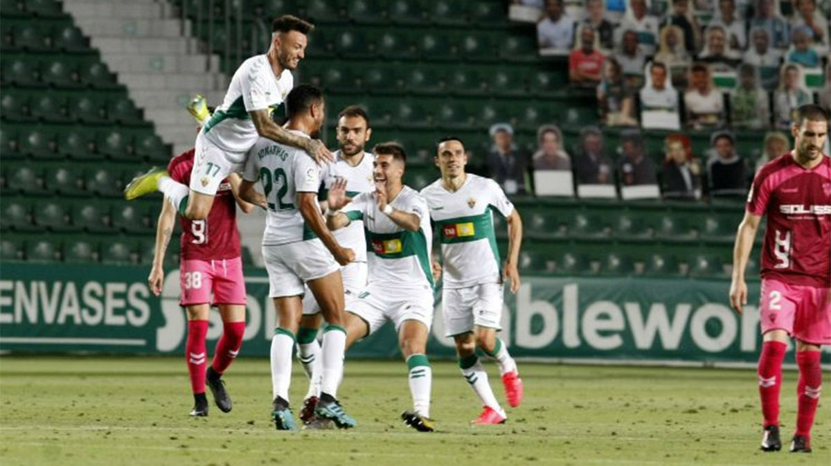 El Elche gana en casa al Albacete por 2-0