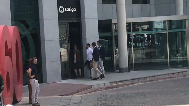 El abogado de Griezmann llega a las oficinas de LaLiga para depositar la cláusula