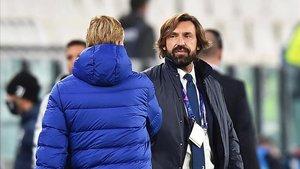 Andrea Prilo saluda a Ronald Koeman en el Juventus - Barça