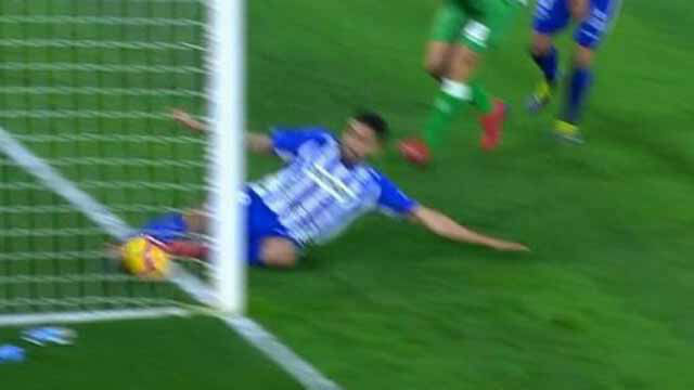 Jesé marcó y el árbitro anuló el gol: ¿entró o no todo el balón?