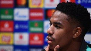 Junior, en la rueda de prensa que ofreció en Milan