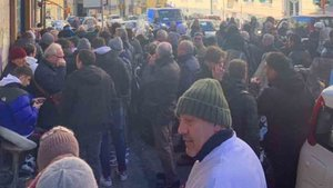 Loa aficionados del Nápoles hacen cola por una entrada