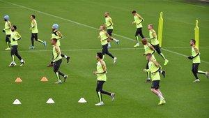 Los jugadores del City entrenando antes del duelo contra el Atalanta