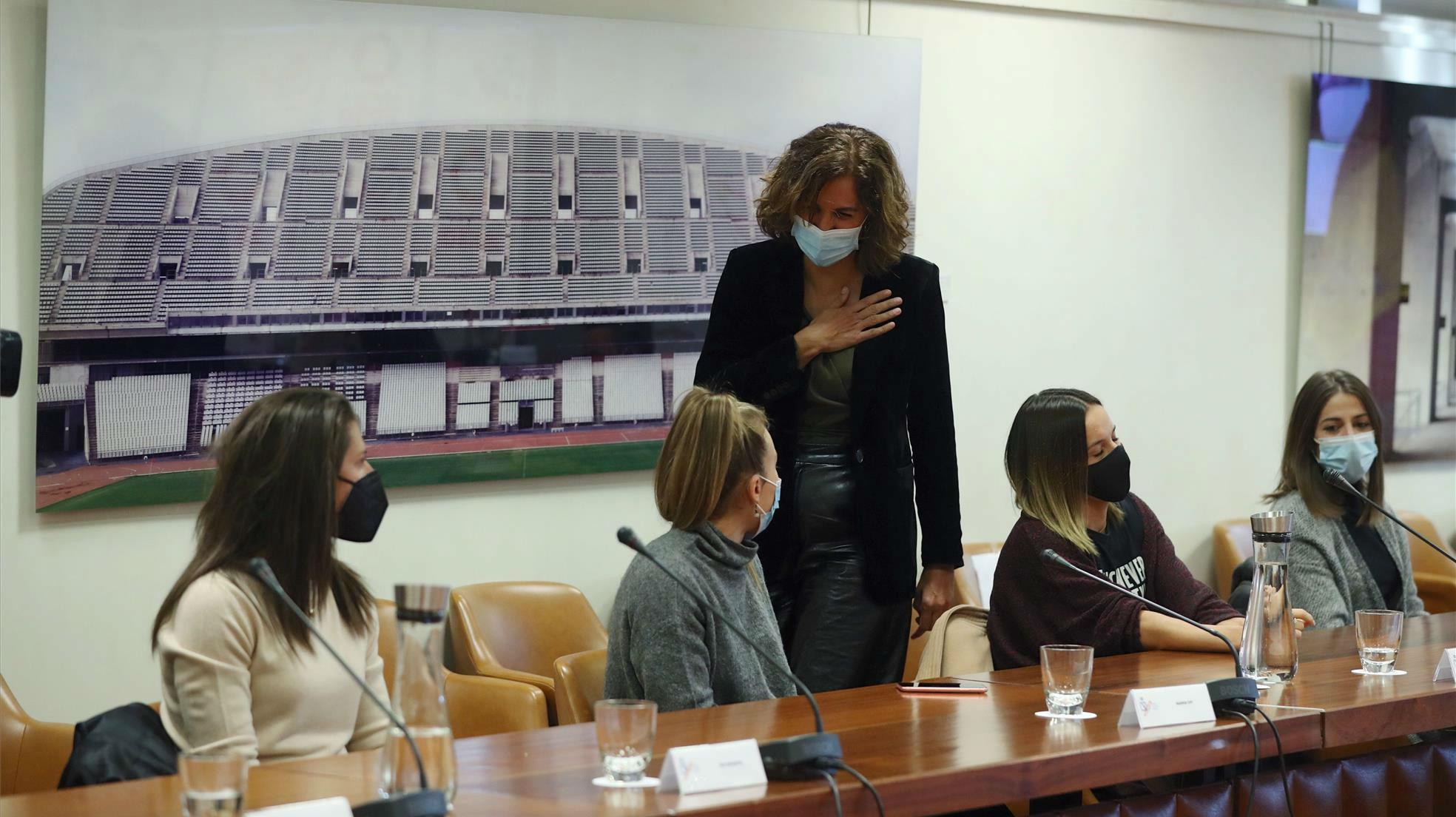 Lozano reúne a las capitanas de la Primera División del fútbol femenino