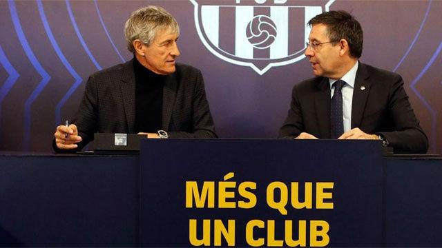 El momento de la firma de Quique Setién con el Barça