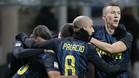 Perisic, autor del segundo gol del Inter, celebrando con sus compañeros el triunfo