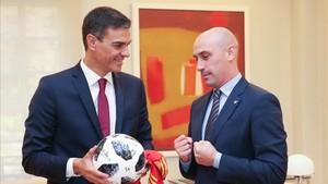 El presidente de la RFEF, Luis Rubiales, se reunió recientemente con el presidente de España, Pedro Sánchez