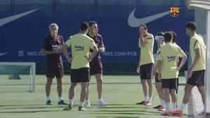 Quique Setién y sus colaboradores utilizaron durante el entrenamiento las mascarillas protectoras que comercializa el FC Barcelona
