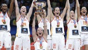 La selección española, celebrando el título