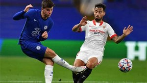 El Sevilla, como muchos otros equipos de Primera y Segunda, luce publicidad de una casa de apuestas
