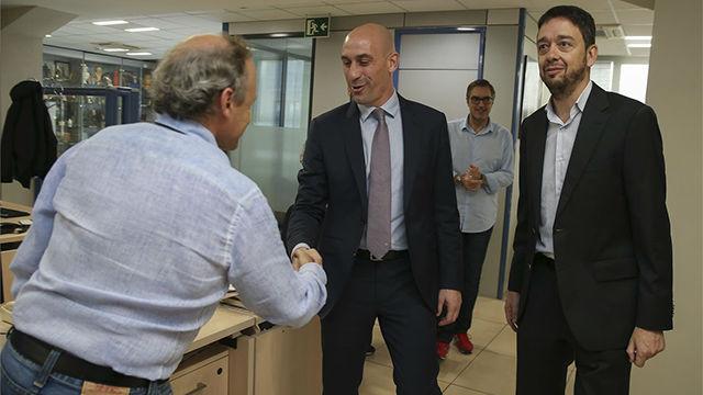 Así fue la visita de Luis Rubiales a la redacción de SPORT
