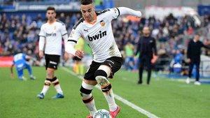El delantero del Valencia fue una de las bajas destacadas del entrenamiento.
