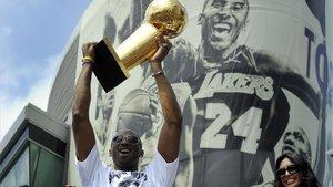 Kobe, celebrando su anillo en 2010