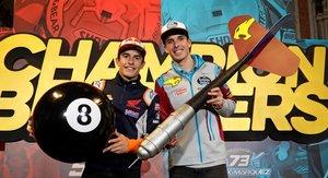 Los hermanos Marc Márquez (i) y Alex Márquez (d) celebran sus títulos de campeones del mundo de motociclismo, este sábado en Cervera, Lleida.