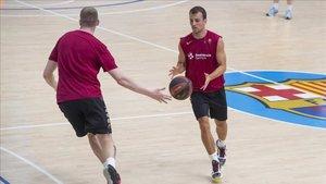 Pangos ya entrena con el Barça tras muchos meses KO