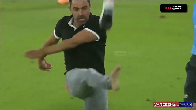 Pierde hasta el zapato: monumental enfado de Xavi en su estreno oficial como técnico