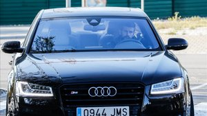 Piqué, a su llegada a la Ciutat Esportiva antes de reunirse con Bartomeu