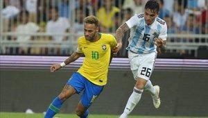 Renzo Saravia fue el encargado de marcar a Neymar