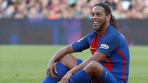 Ronaldinho, en un partido con el Barça Legends