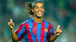 Ronaldinho, sonriente con la camiseta del Barça