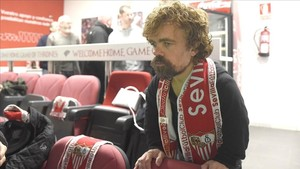Tyrion Lannister con la bufanda del Sevilla
