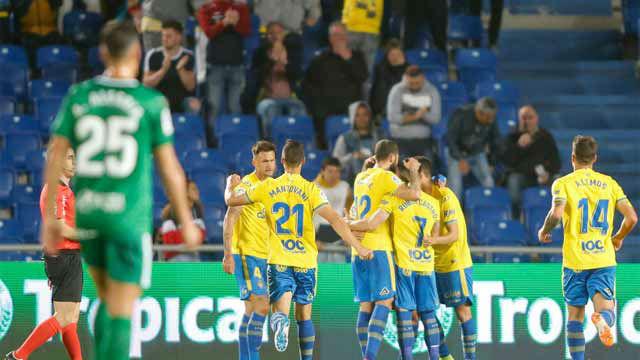 Victoria de Las Palmas ante un Sporting que ya mira hacia abajo