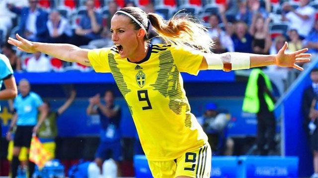 Asllani marcó el primer tanto de Suecia ante Inglaterra