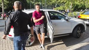 Clément Lenglet llega al Hospital de Barcelona para pasar la revisión médica