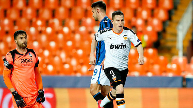 Gameiro dio vida al Valencia con un doblete