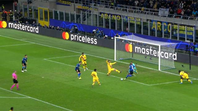 Gran bloqueo de Lenglet en última instancia para evitar el gol de Lukaku