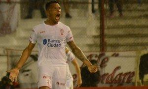 Huracán sigue a seis puntos de Racing en la Superliga Argentina