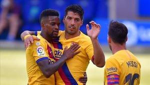 Luis Suárez y Messi felicitan a Semedo por su gol