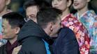 Messi y Bartomeu se abrazan después de la conquista de un título