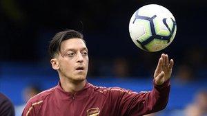 Ozil en un entrenamiento con el Arsenal