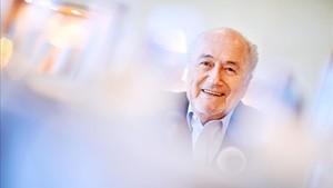 Blatter admite que ha sido imprudente pero no corrupto