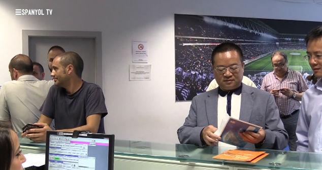 Chen Yansheng renovó su carnet de socio