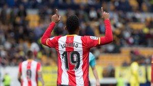 El Choco Lozano marca un gol contra el Villarreal