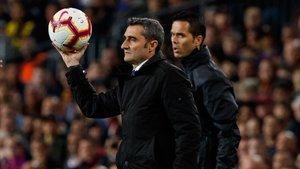 Ernesto Valverde es prudente, pero la Liga no se le puede escapar al Barça