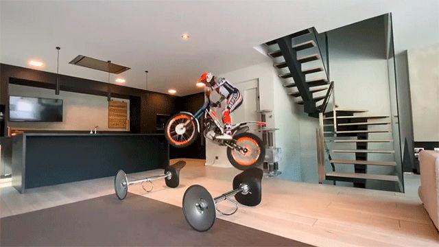 El espectacular entrenamiento de Toni Bou en casa