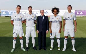 Florentino Pérez ha posado con los cuatro capitanes